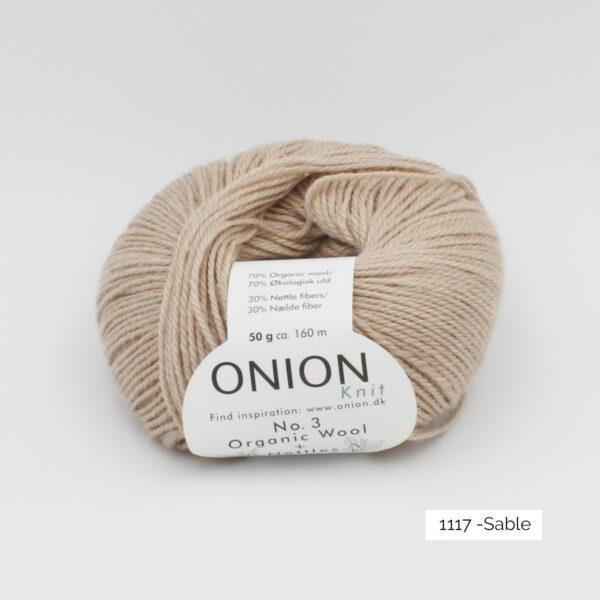 Une pelote d'Organic Wool + Nettles n°3 d'Onion coloris Sable
