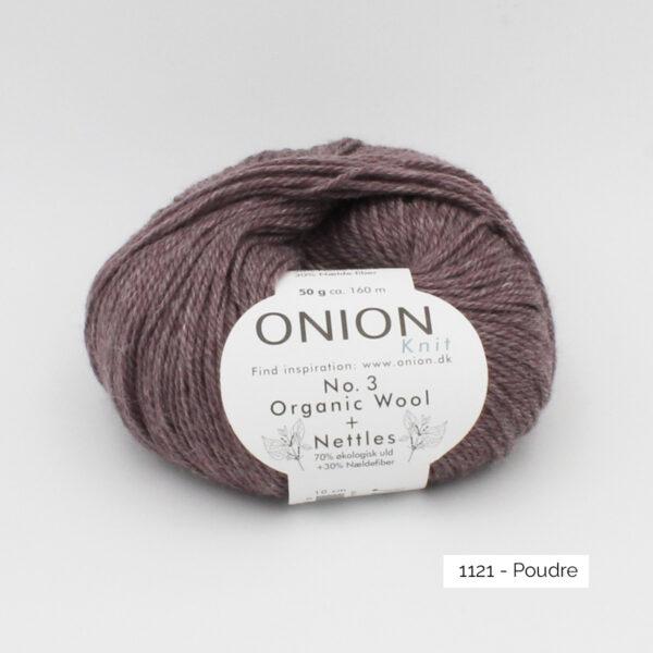 Une pelote d'Organic Wool + Nettles n°3 d'Onion coloris Poudre (cacao clair)