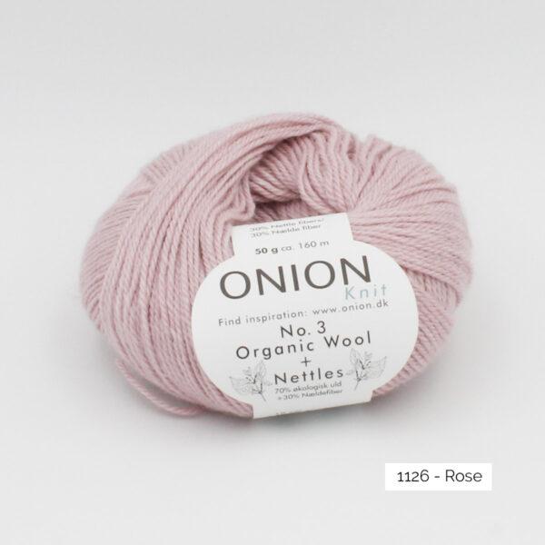 Une pelote d'Organic Wool + Nettles n°3 d'Onion coloris Rose