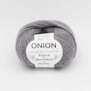 One ball of Onion Alpaca Merino Nettles, in the Souris colorway (medium grey)
