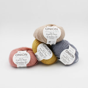4 balls of Onion's n°3 Organic Wool Nettles, in the salmon, curry, grey and sand colorways