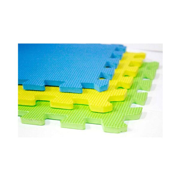 Gros plan sur les dalles de blocage emboîtables en mousse Knit Pro, conçues pour créer un tapis de blocage