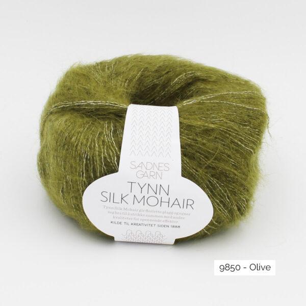 Pelote de Tynn Silk Mohair Sandnes Garn coloris Olive sur fond blanc