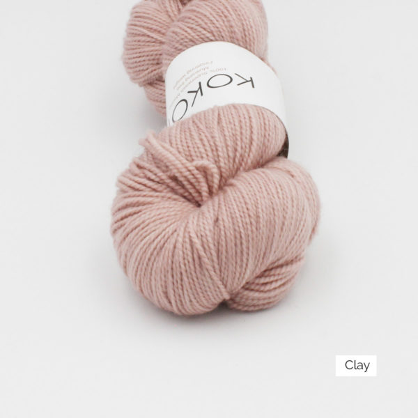 Zoom on a skein of Kokon's Merino Fingering in the Clay colorway