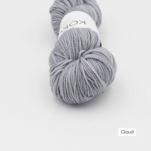 Zoom on a skein of Kokon's Merino Fingering in the Cloud colorway