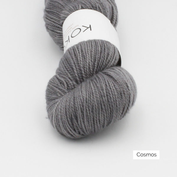 Zoom on a skein of Kokon's Merino Fingering in the Cosmos colorway