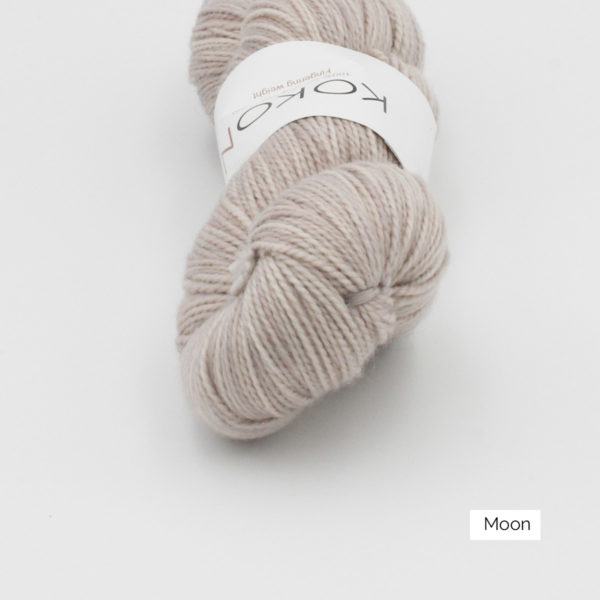 Zoom on a skein of Kokon's Merino Fingering in the Moon colorway