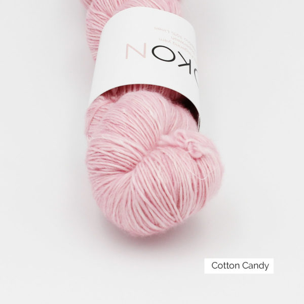 Gros plan sur un écheveau de Kokon Merino Linen coloris Cotton Candy (rose layette)
