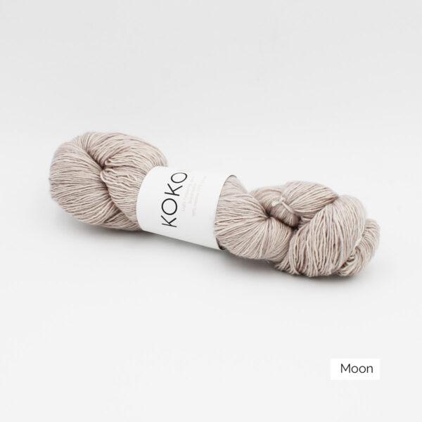 Un écheveau de Kokon Merino Linen coloris Moon (beige grisé)