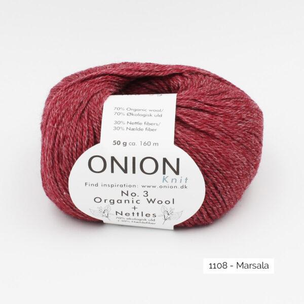 Une pelote d'Organic Wool + Nettles n°3 d'Onion coloris Marsala