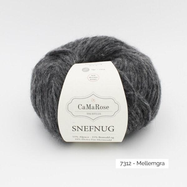 Une pelote de Snefnug de CaMaRose, coloris Mellemgra (gris foncé)