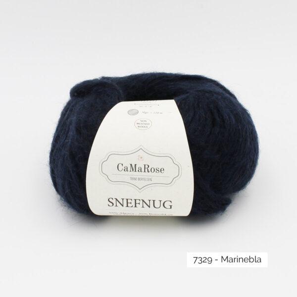 Une pelote de Snefnug de CaMaRose, coloris Marinebla (bleu marine)