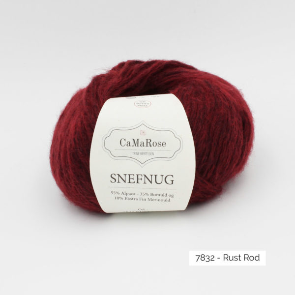 Une pelote de Snefnug de CaMaRose, coloris Rust Rod (rouge orangé profond)