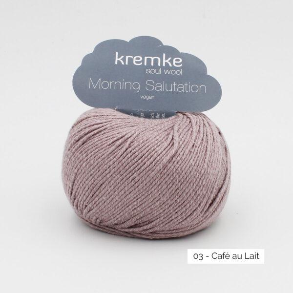 Une pelote de Morning Salutation de Kremke Soul Wool coloris Café au Lait (beige foncé)