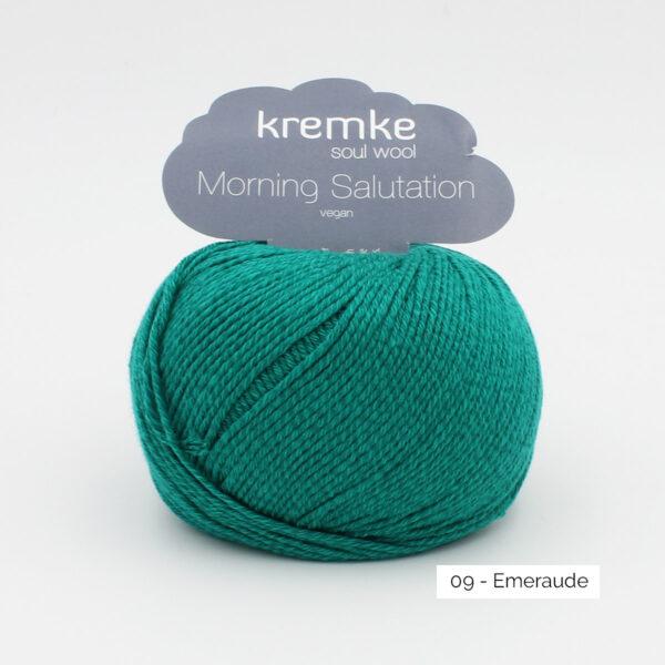 Une pelote de Morning Salutation de Kremke Soul Wool coloris Emeraude
