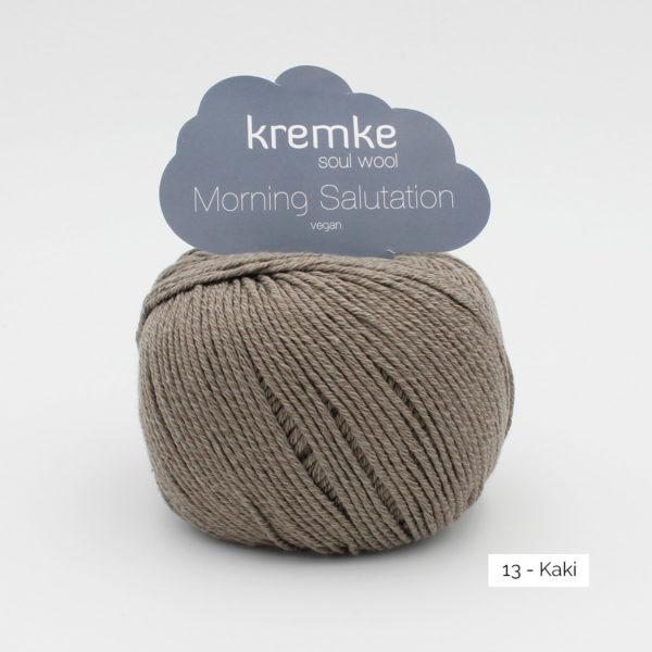 Une pelote de Morning Salutation de Kremke Soul Wool coloris Kaki
