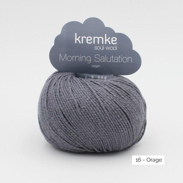 Une pelote de Morning Salutation de Kremke Soul Wool coloris Orage (gris foncé)