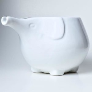 Yarn bowl made of white ceramics and shaped as an elephant by Furls