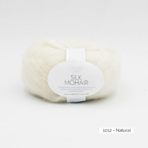 Pelote de Silk Mohair Sandnes Garn coloris Natural sur fond blanc