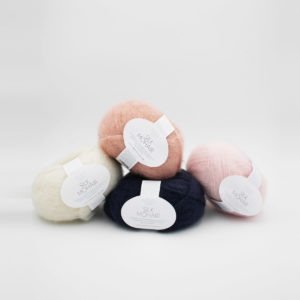 4 pelotes de Silk Mohair de Sandnes Garn, coloris Midnight Blue, Powder and Dusty Pink and Natural