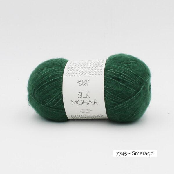 A skein of Sandnes Garn Silk Mohair, in the Smaragd colorway