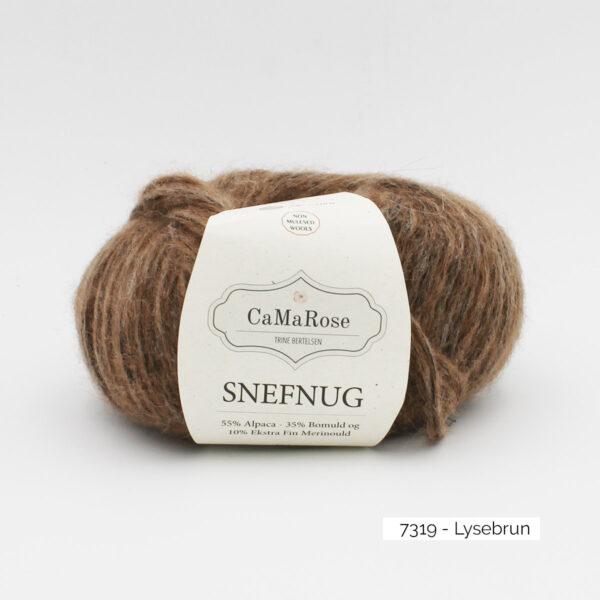 Une pelote de Snefnug de CaMaRose, coloris Lysebrun (marron glacé)