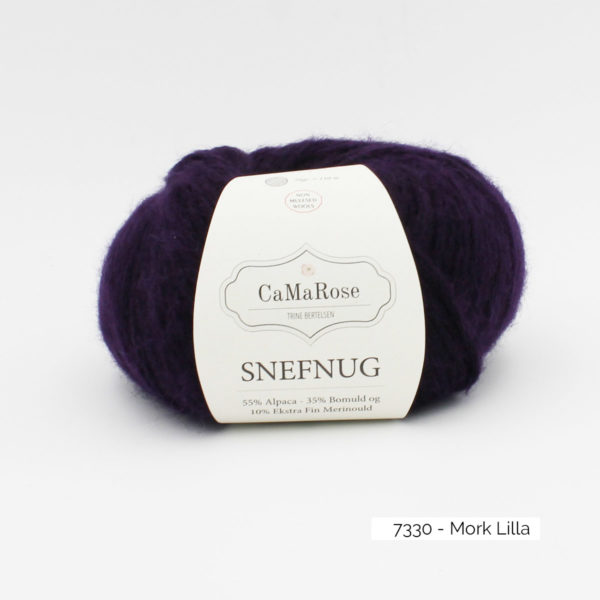 Une pelote de Snefnug de CaMaRose, coloris Mork Lilla (violet foncé)