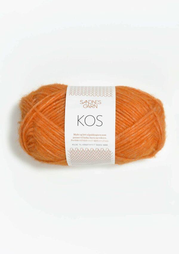 Une pelote de Kos de Sandnes Garn coloris Clémentine