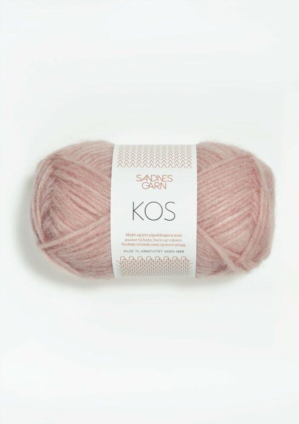 Une pelote de Kos de Sandnes Garn coloris Powder Pink (rose poudré)