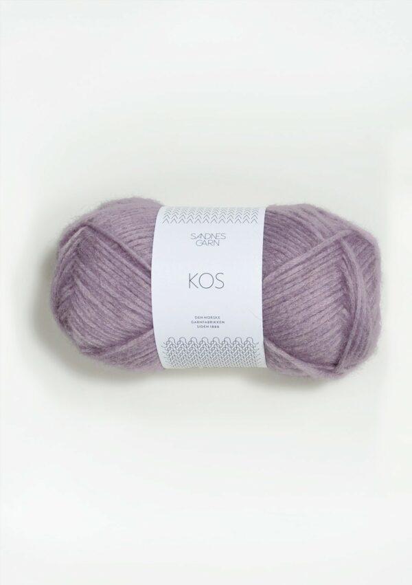 Une pelote de Kos de Sandnes Garn coloris Dusty Lilac (parme grisé)