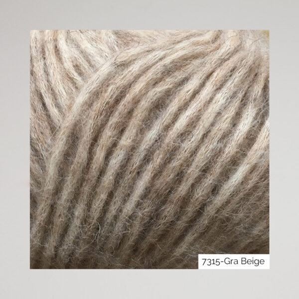 Gros plan sur une pelote de Snefnug de CaMaRose coloris Gra Beige (beige grisé)