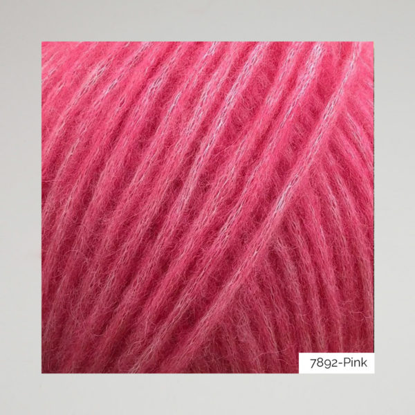 Gros plan sur une pelote de Snefnug de CaMaRose coloris Pink (rose néon)