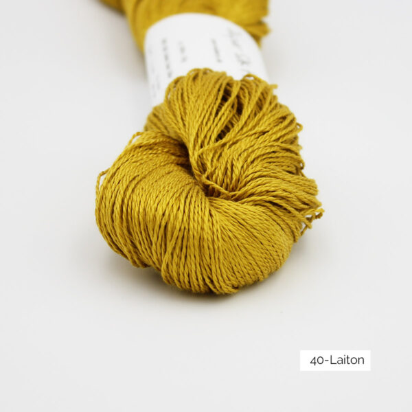 Zoom on a skein of Jaipur Silk Fino by BC Garn in the Laiton colorway (brass)