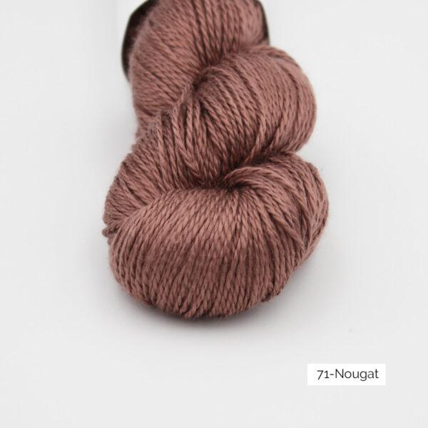 Zoom on a skein of Jaipur Silk Fino by BC Garn in the Nougat colorway (medium brown)