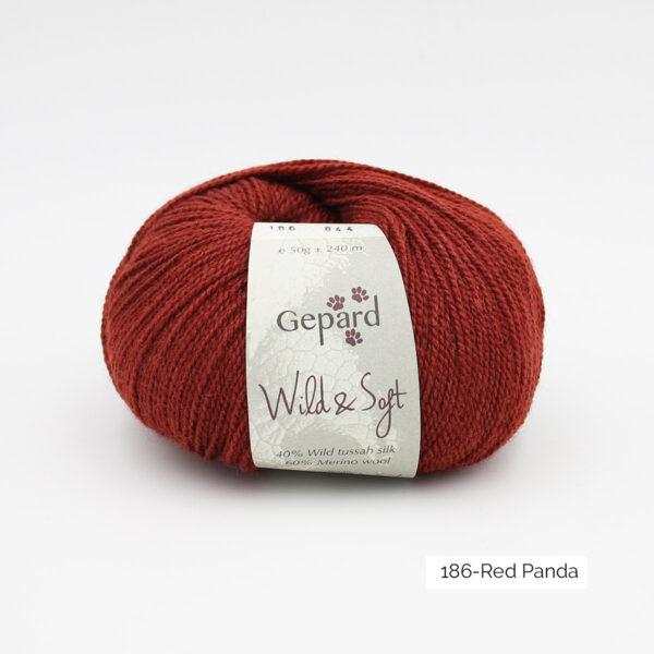 Une pelote de Wild & Soft de Gepard Garn, coloris Red Panda (acajou foncé)