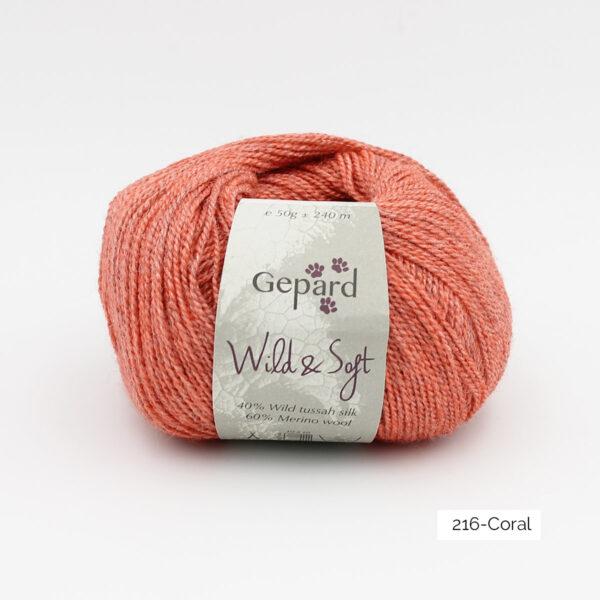 Une pelote de Wild & Soft de Gepard Garn, coloris Coral (corail)