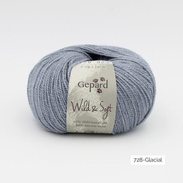Une pelote de Wild & Soft de Gepard Garn, coloris Glacial (bleu clair)
