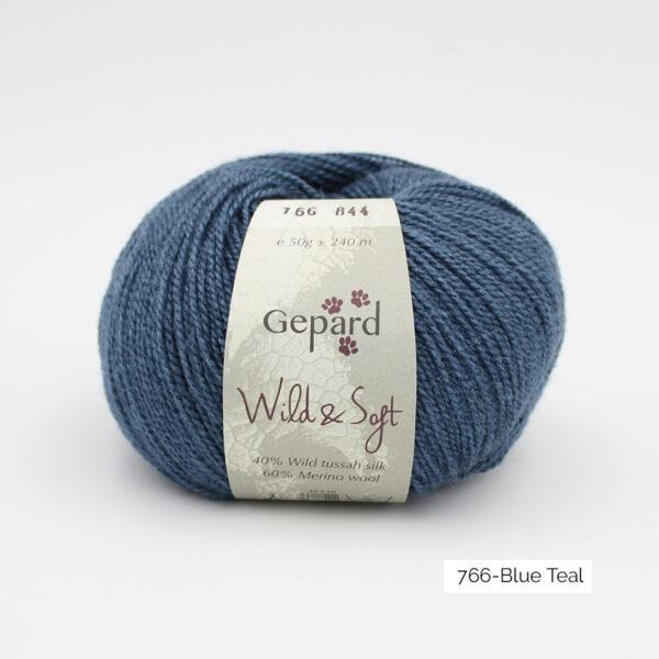 Une pelote de Wild & Soft de Gepard Garn, coloris Blue Teal (bleu canard)
