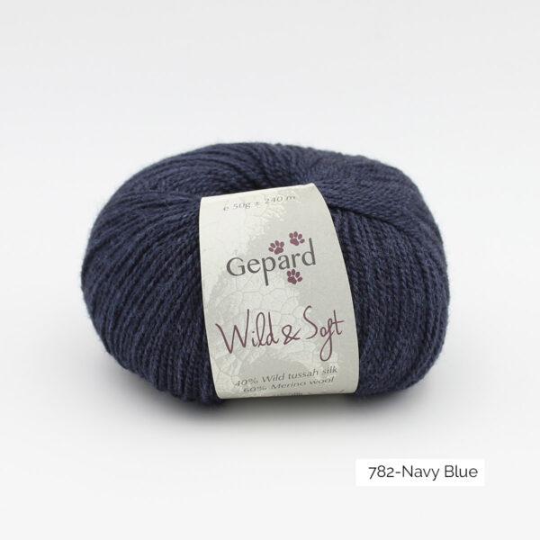 Une pelote de Wild & Soft de Gepard Garn, coloris Navy Blue (bleu marine)