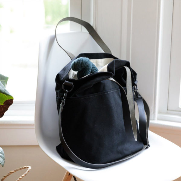 Présentation du sac en toile avec anses en cuir Crossbody de Twig&Horn en coloris noir