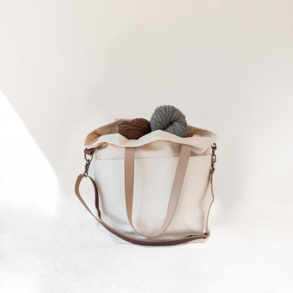 Présentation du sac en toile avec anses en cuir Crossbody de Twig&Horn en coloris Natural (crème)