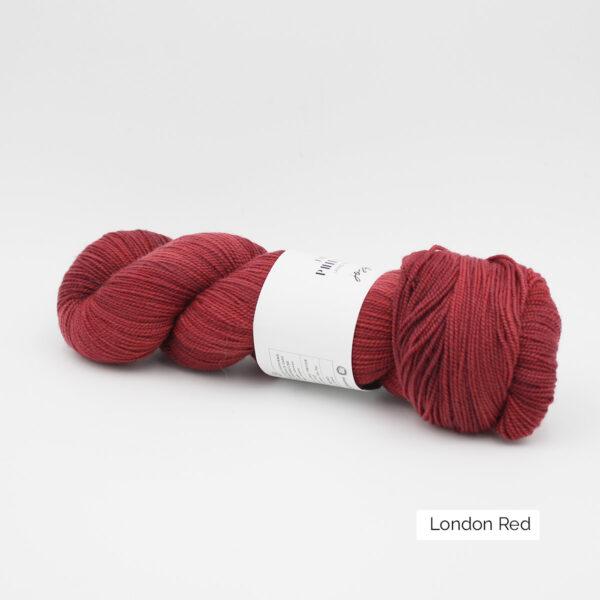 Un écheveau de Joséphine d'Emilia & Philomène coloris London Red (nuances de rouge)