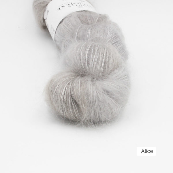 Zoom on a skein of Leona by Emilia & Philomène in the Alice colorway