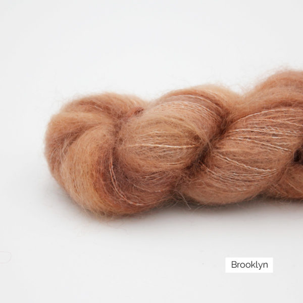 Zoom on a skein of Leona by Emilia & Philomène in the Brooklyn colorway (light rusty brown)