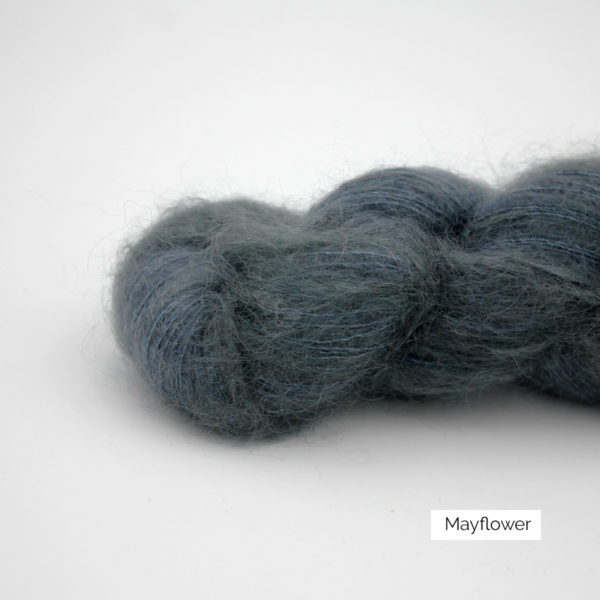 Zoom on a skein of Leona by Emilia & Philomène in the Mayflower colorway (slate grey with a touch of brown)