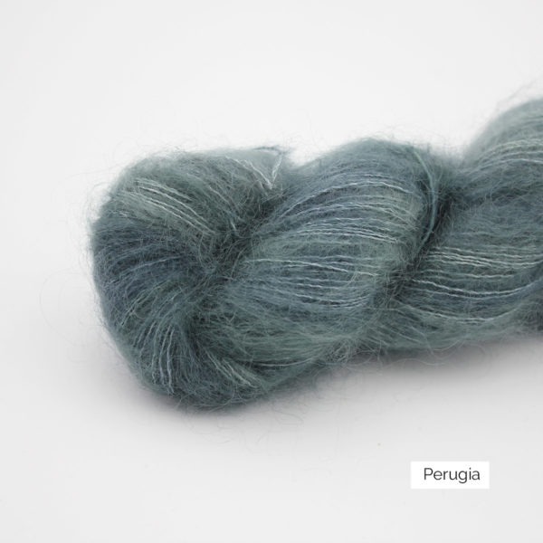 Zoom on a skein of Leona by Emilia & Philomène in the Perugia colorway (petrol blue with a bit of light brown)