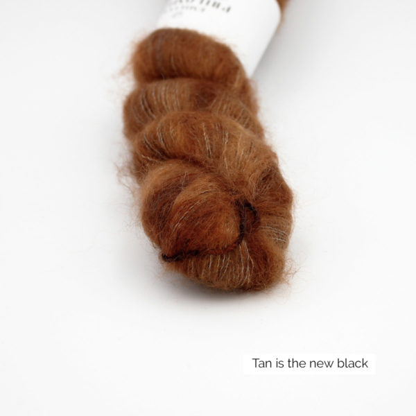 Zoom on a skein of Leona by Emilia & Philomène in the Tan is the New Black colorway (reddish brown nuances)