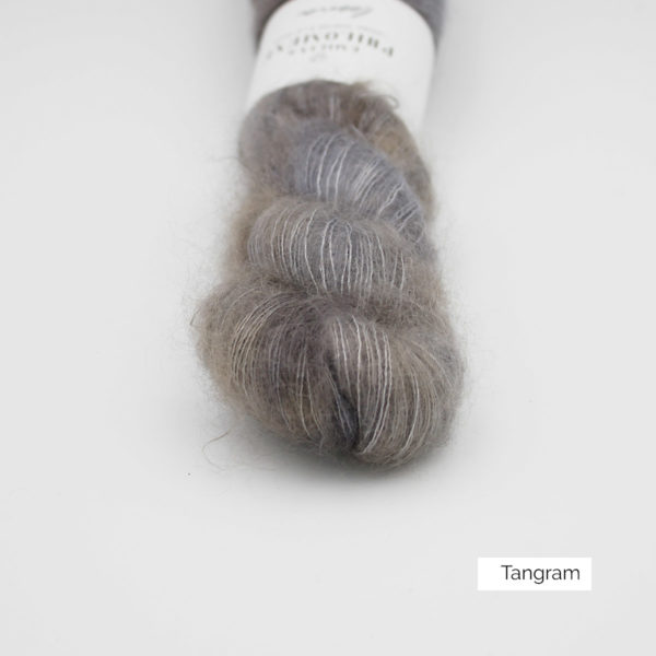 Zoom on a skein of Leona by Emilia & Philomène in the Tangram colorway (grey with a bit of light brown)