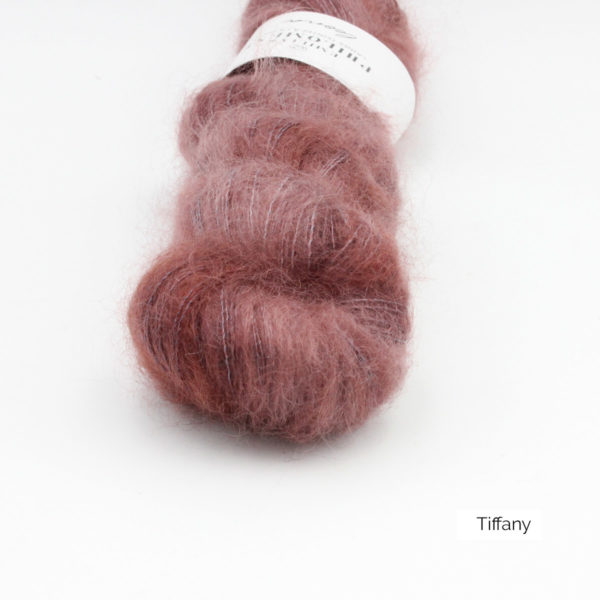 Zoom on a skein of Leona by Emilia & Philomène in the Tiffany colorway