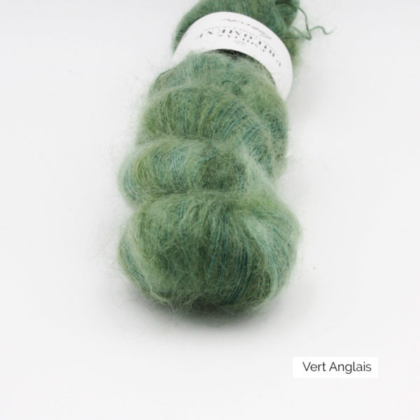 Zoom on a skein of Leona by Emilia & Philomène in the English Green colorway